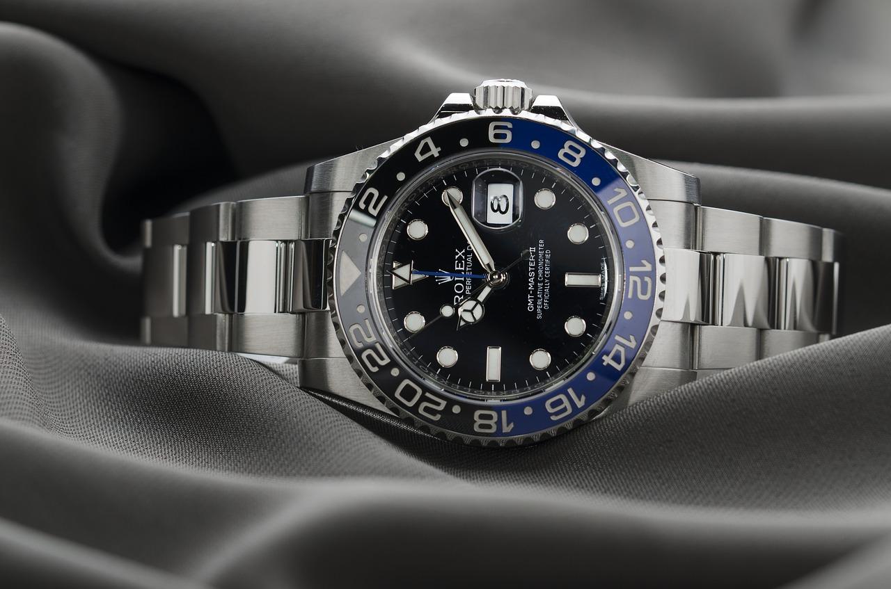 competitive price 68f54 67760 セラミック腕時計の強度や特徴!ベゼルやケース、ベルトの傷と ...