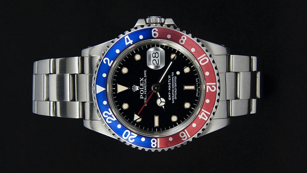 timeless design 82e31 94d6f 新作GMTマスター2赤青【126710BLRO】の定価や相場 発売時期や ...